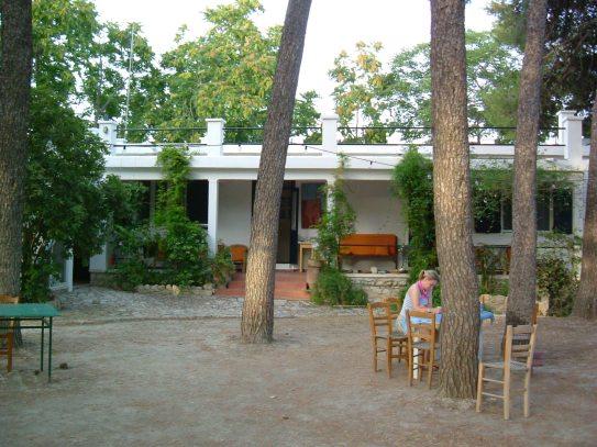 TavernaKnossos003