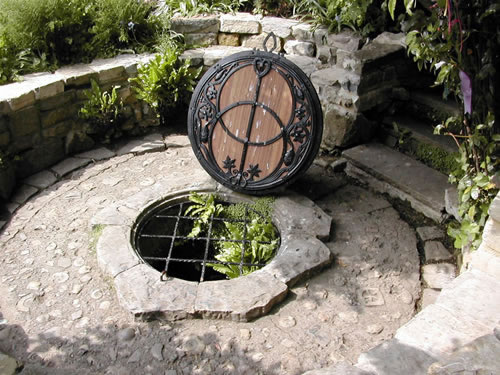 Chalice Well, Glastonbury, England_JPG