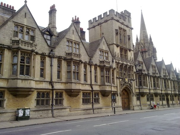 Brasenose_College_from_the_High_Street